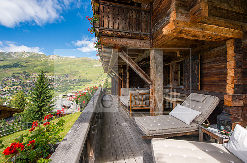 http://core-me.com/property-details-international.html?tag=Breathtaking-Chalet--Les-Esserts&Id=CO-S-1034